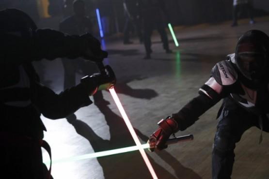 Reconocen la pelea de sables láser como deporte: ¿cómo practicarlo?