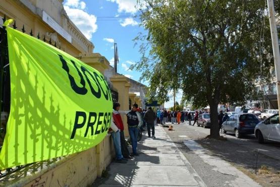 Segundo día consecutivo que trabajadores reclaman por ingresos a las Represas