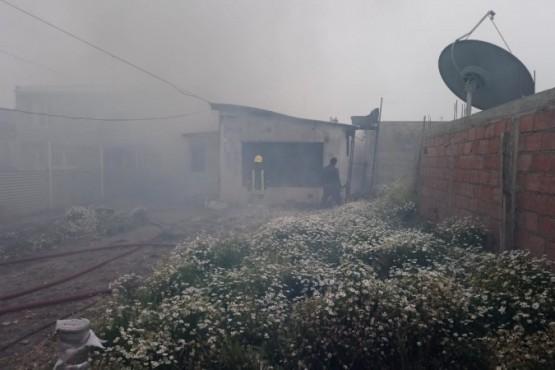 Se incendió una vivienda en el barrio Los Lolos