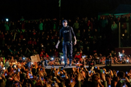 Enrique Iglesias dio cierre a la Fiesta del Lago