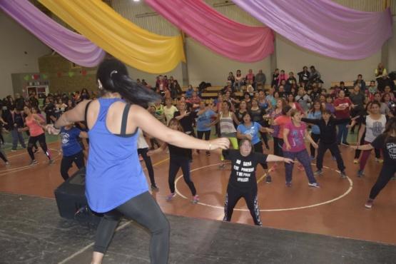 Se realizó una concurrida jornada de Fitness Solidario