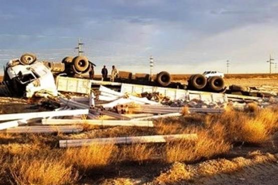 Se mató un camionero en un vuelco sobre la doble trocha entre Trelew y Madryn