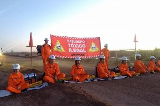 Greenpeace bloquealas operaciones de un basurero tóxico