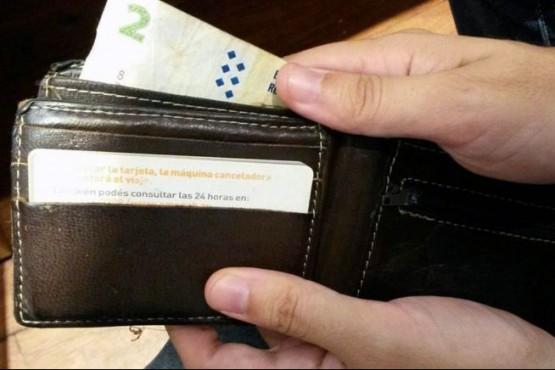 Robó el dinero de una billetera y dejó un mensaje pidiendo disculpas