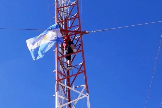 Los desocupados pasaron la noche en la antena.