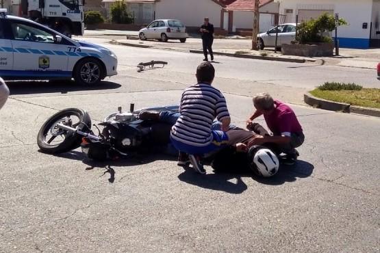 Motociclista con lesiones tras chocar