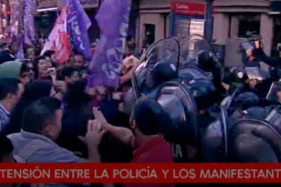 Corte en Corrientes y Callao: la policía reprimió a trabajadores de Coca Cola
