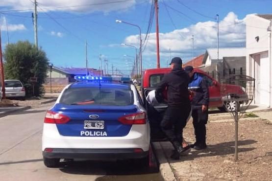 Allanaron una casa por robo y un joven de 20 años intentó huir