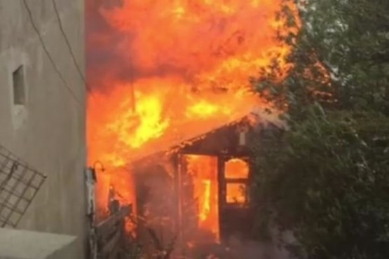 Devastador incendio en una vivienda del barrio Kaupen en Ushuaia