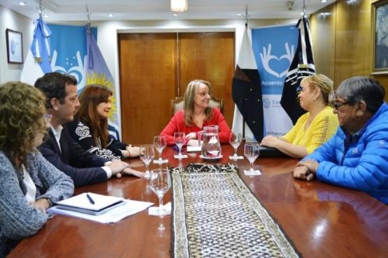 Primera reunión con la Gobernadora.