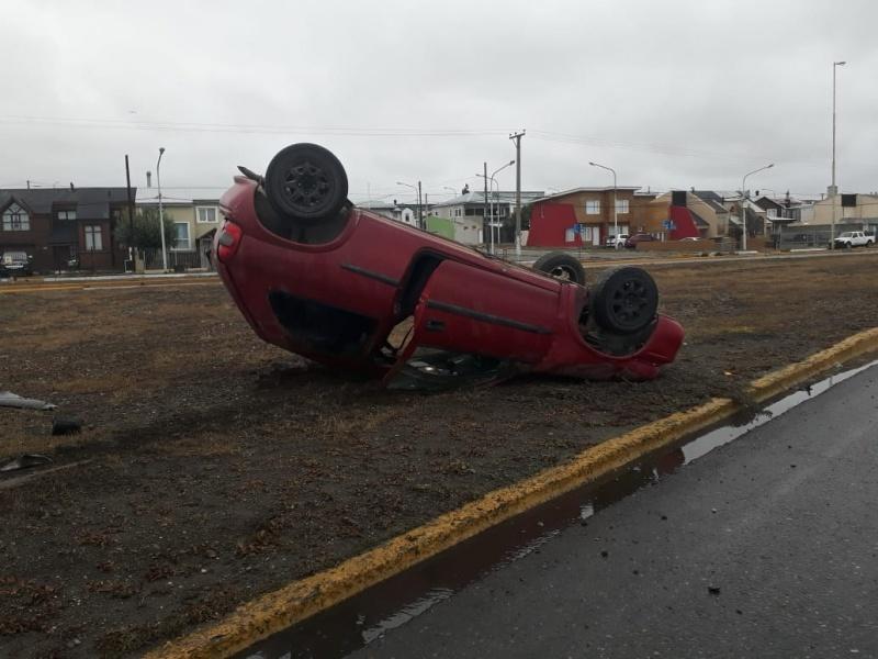 El conductor se alejó del lugar del vuelco. (Actualidad TDF)