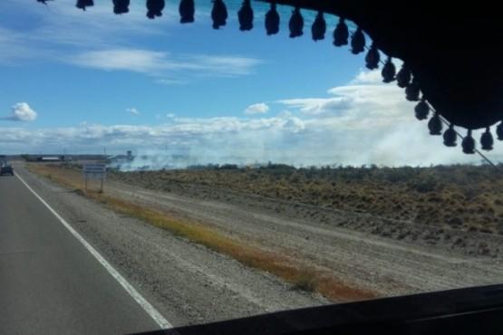 Bomberos combaten incendio en Ruta 3