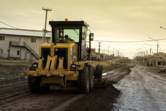 Trabajos de perfilado sobre calles en el San Benito