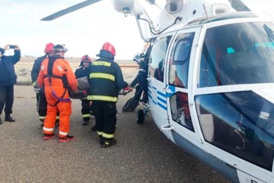 Prefectura rescató a un marinero en altamar