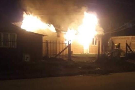 Incendio de gran magnitud se desató en una vivienda de Ushuaia