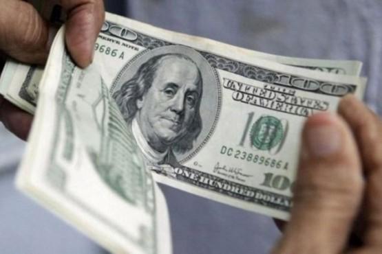 El dólar salta 57 centavos y se aproxima a los 42 pesos