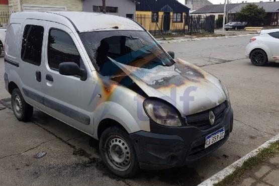 Le incendiaron la camioneta intencionalmente