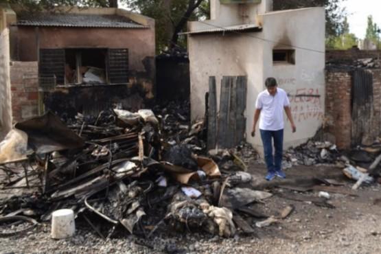 Incendio mortal: un cartonero murió aplastado y quemado