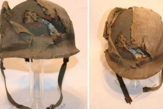 Un empresario compró el casco de un ex combatiente de Malvinas y se lo regaló