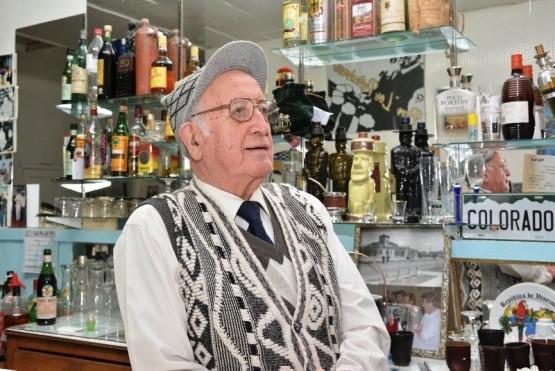 Oscar en su tradicional bar (Foto: Marcela López)