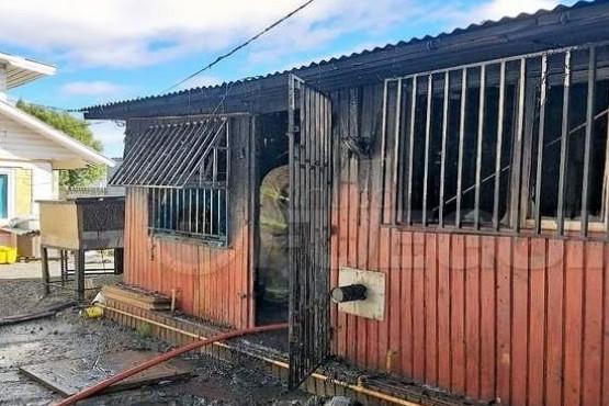 Fuego consumió una vivienda por completo