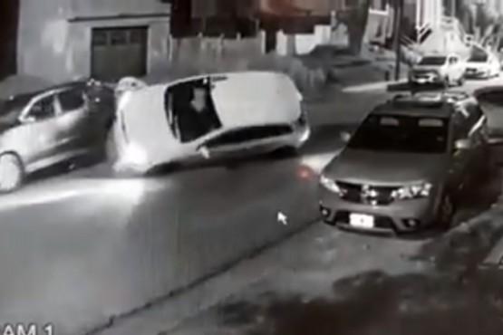 Mirá el video del triple choque y vuelco durante la madrugada