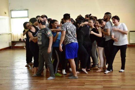 El bailarín Matyas Medina convocó a más de un centenar de niños y adolescentes