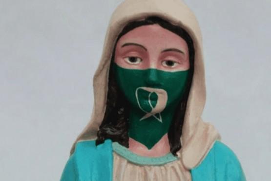 Una muestra de arte mostró a la Virgen con pañuelo verde y generó polémica