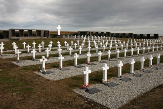 Identificaron a otros dos soldados en el cementerio de Darwin