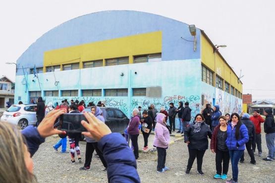 Alrededor de 50 vecinos abrazaron al Gimnasio Benjamín Verón