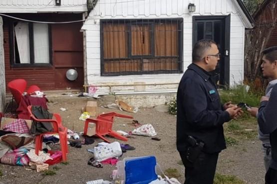 Denuncian a abogada por intento de desalojo con un arma de fuego