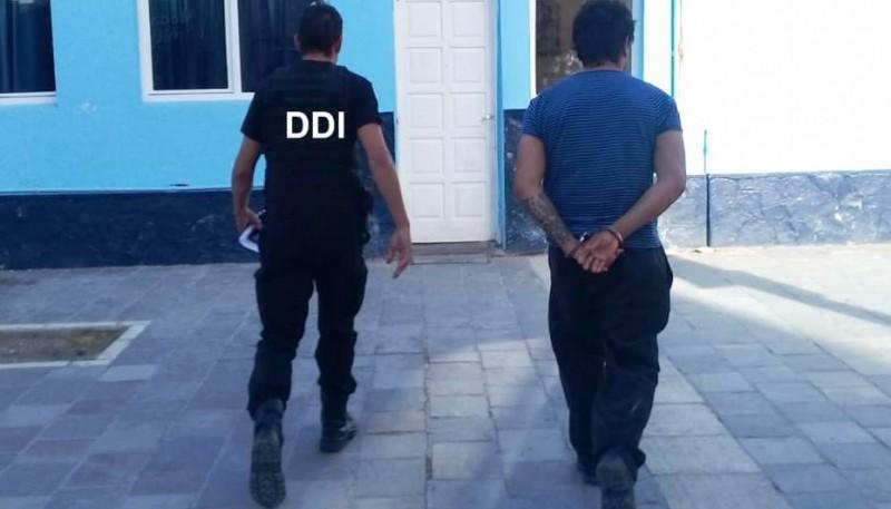El sujeto fue detenido en la vía pública de Pico Truncado.