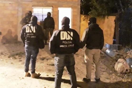 Detienen a tres personas, secuestran cocaína y dinero en cinco allanamientos