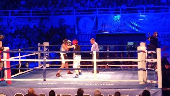 Arranca la velada de boxeo en el Boxing Club