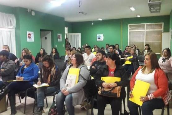 Educación popular, el arma para combatir el analfabetismo adulto en Santa Cruz