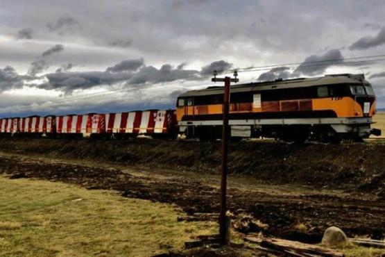 El tren volvió a rodar por las vías del ramal ferroindustrial