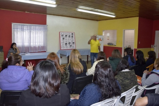 Inició el taller de 'lenguaje de señas' en el Cenin 4