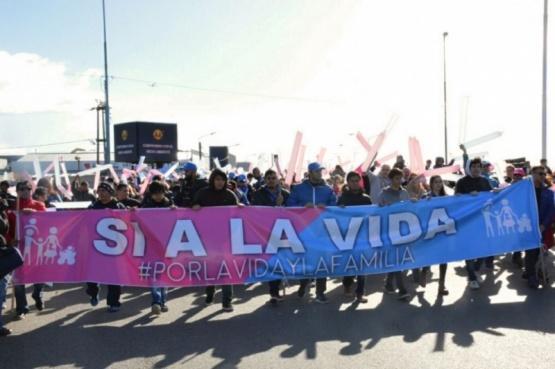Grupos 'pro vida' marchan en Río Grande