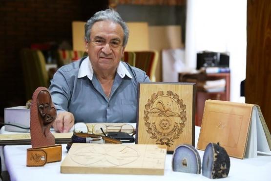 Humberto Aguilar, 50 años de artesanías con sentir santacruceño