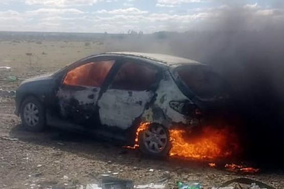 Baleado y con el auto en llamas