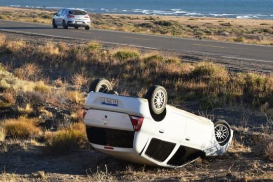 Volcó auto en cercanías de la Planta de Osmosis