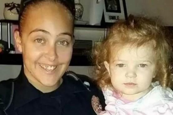 Murió una nena encerrada en un auto: su mamá la dejó ahí para tener sexo con su jefe