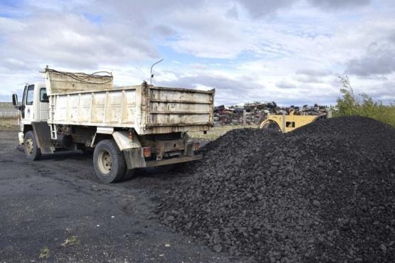 Restablecieron la entrega de carbón para familias carentes de gas