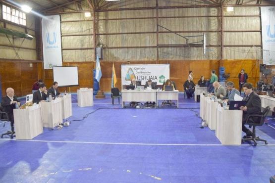 El Concejo votó a contra la instalación de salmoneras en el ejido urbano