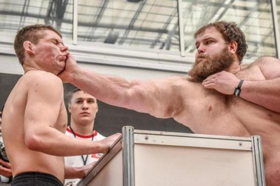 Torneos de cachetadas, la nueva competencia que sacude a Rusia