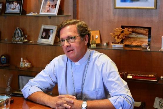 Dos gobernadoras y un candidato a presidente en asunción del Obispo