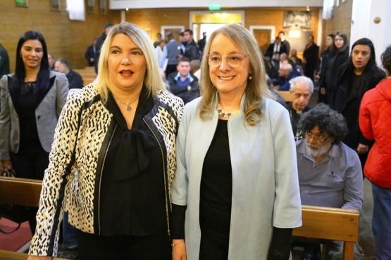 Alicia Kirchner y Rosana Bertone en la asunción del Obispo