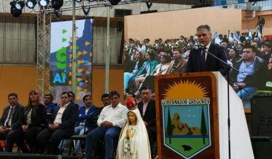 Firma de convenio y obras en el aniversario de Gobernador Gregores