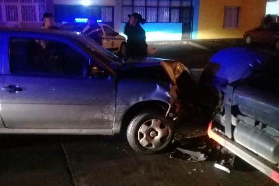 Un joven fue hospitalizado tras chocar con un camión estacionado
