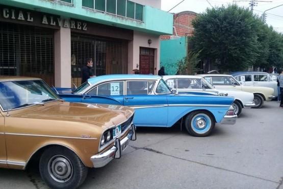 Rally de la Ruta Azul de autos clásicos de la Patagonia